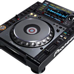 Pioneer CDJ 2000 NEXUS es un multireproductor de DJ para sesiones de mezcla, fiestas, etc.